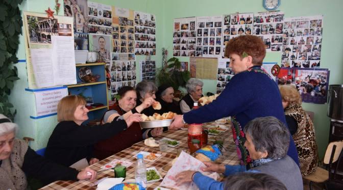 Децата на Столетово и местният пенсионерски клуб отбелязват 8 март заедно