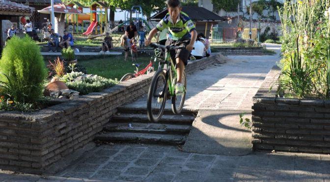 Над 25 деца се включиха в първия велотурнир и състезание с тротинетки в Столетово