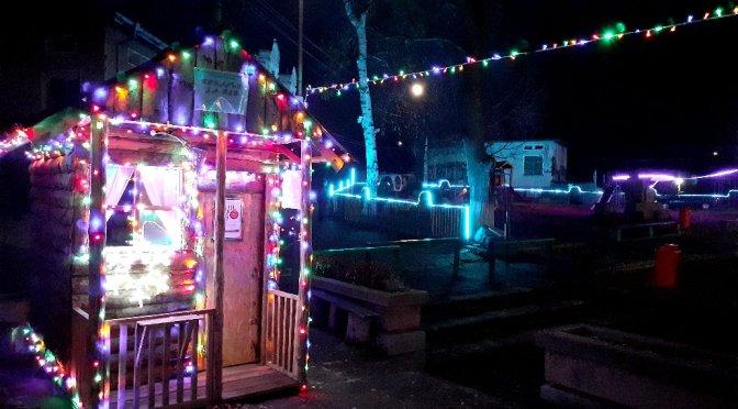 На Никулден: празнични светлини огряха столетовския площад