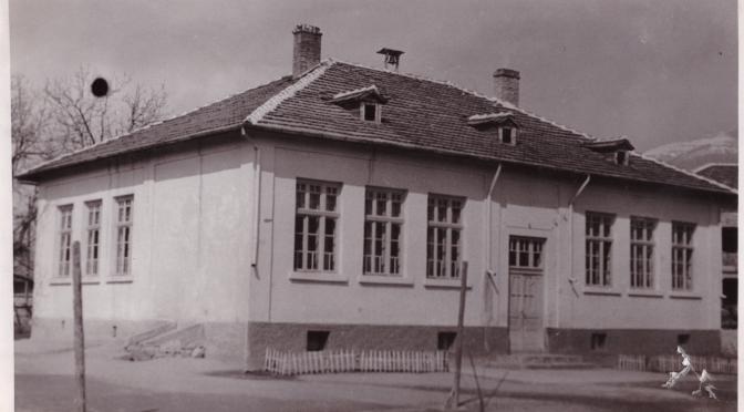 Продължава кампанията за ремонт на покрива на старото училище [ВИДЕО]